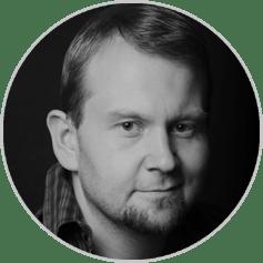 Błażej Olma Ukończył Szkołę Musicalową w Bielsku Białej. Aktor Teatru Moich Marzeń, realizator wielu warsztatów dla dzieci.Współpracował z Teatrem Polskim w Bielsku-Białej oraz z Och-Teatrem.Bawi publiczność w kabarecie TON